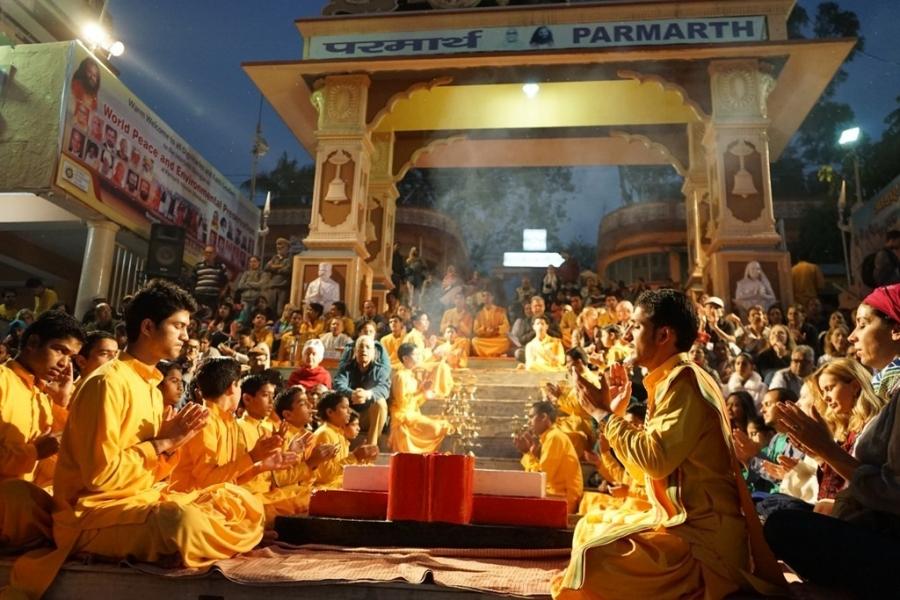 Ganga-Pooja-during-meditation-training-At-Parmarth-Niketan-ashram-Rishikesh-Uttarakhand